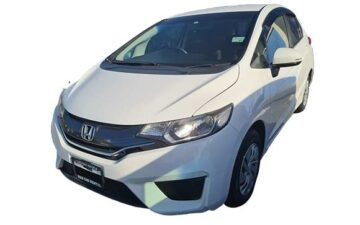 Rent Honda Fit White Com031